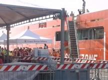 Lo sbarco dei migranti a Cagliari
